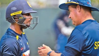Here is the video of the heated exchange between coach Mickey Arthur and captain Dasun Shanaka in the middle of the field ..!