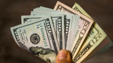 Why-are-commercial-banks'-dollars-more-expensive-than-central-banks